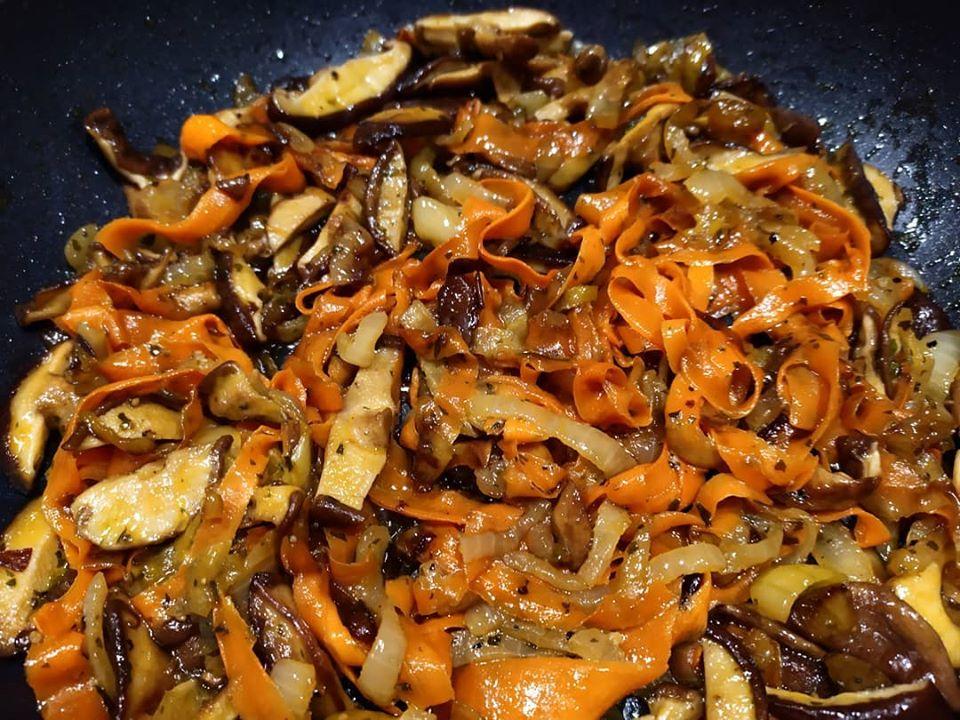 Shiitake gombás zöldségköret