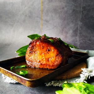 egyben sült karaj omlósan - gourmetanddelicious.hu - fűszeres, medvehagymás recepttel